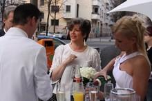 Eine der schönsten Location Bar-Lounges Partyraum in Berlin Friedrichshain die man mieten kann– das FREIRAUM.   Die Einzigartigkeit hierbei: Es ist alles in strahlendem Weiss gehalten, keine irritierenden Bilder, keine verwirrenden Abstraktheiten, sondern nur ein Traum in Weiss. FREIRAUM- das steht für Feiern, Trinken, Gespräche – einfach Freiraum für Ideen in einem stylischen Ambiente. Die Hochzeit in weiss!