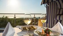 Ihre Gäste und Sie werden sich nicht nur am einmaligen Blick auf die Ostsee erfreuen, Sie werden auch die Atmosphäre im THE GRAND Ahrenshoop genießen und sich voll und ganz den kulinarischen Genüssen hingeben können.